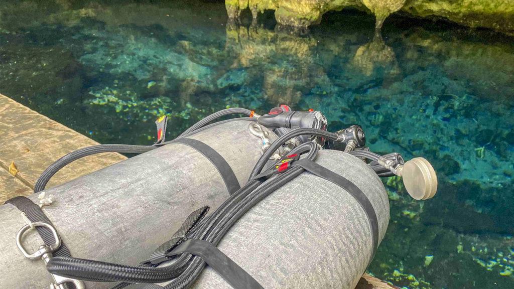 Sidemount tank on cenote
