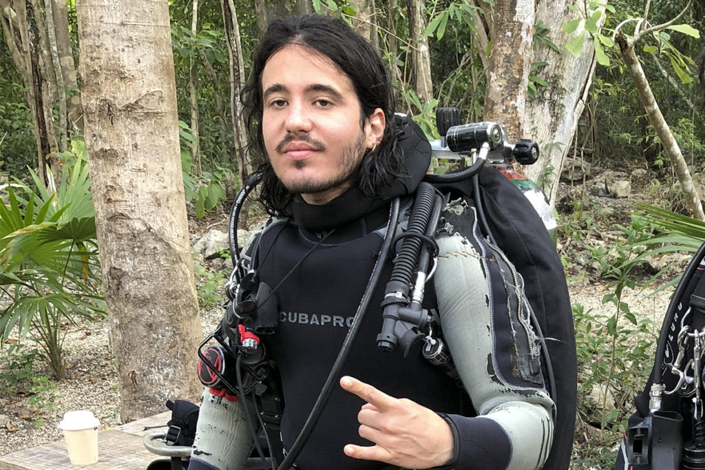 YAMIL T. DÁVILA Cave Diver Tulum getting ready to guide on cenotes